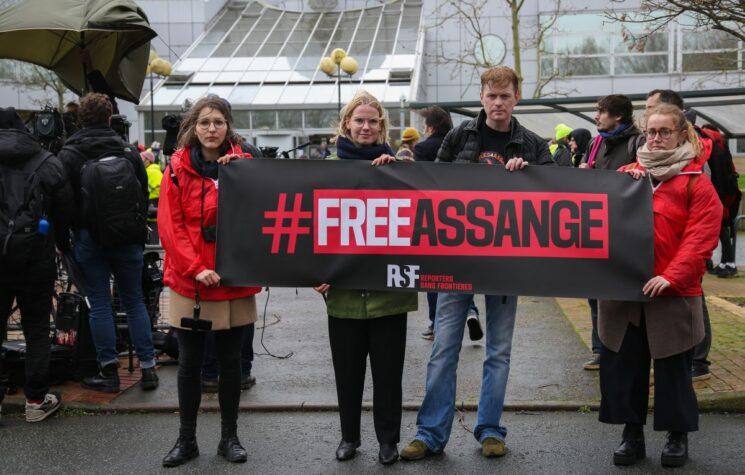 Setback for Assange in U.K. Trial Over U.S. Effort to Extradite Wikileaks Founder